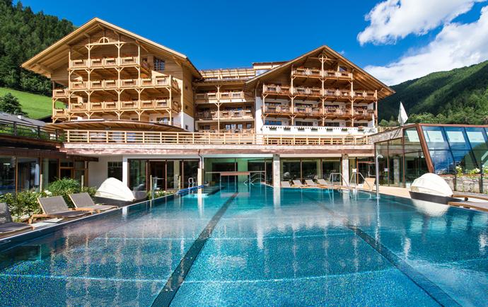 Luxus natur und kinderlachen 4 sterne s familienhotel for Design familienhotel