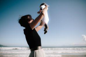 Mit Neon auf Wolke 7: Was muss man für's Fliegen mit Baby wissen sollte, ein Gastartikel von Flugbegleiterin Lisa